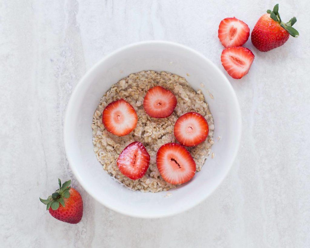 recette de petit déjeuneer sain aux fruits rouges